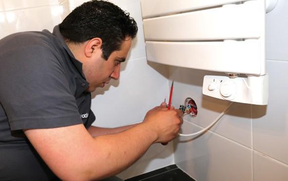 Choisir et installer un radiateur s che serviettes lectrique decorer sa ma - Comment installer un seche serviette electrique ...
