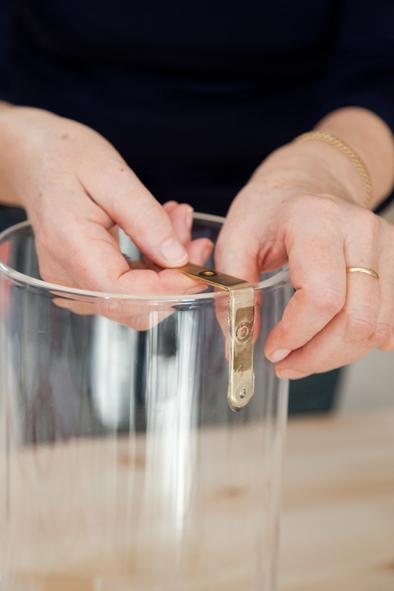 creer une lampe transparente avec un vase decorer sa. Black Bedroom Furniture Sets. Home Design Ideas