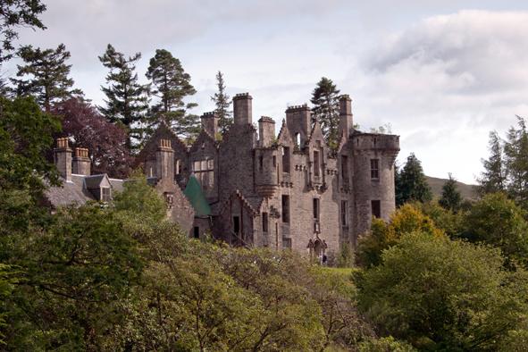 Dunans 01hdpas- château dans les Highlands