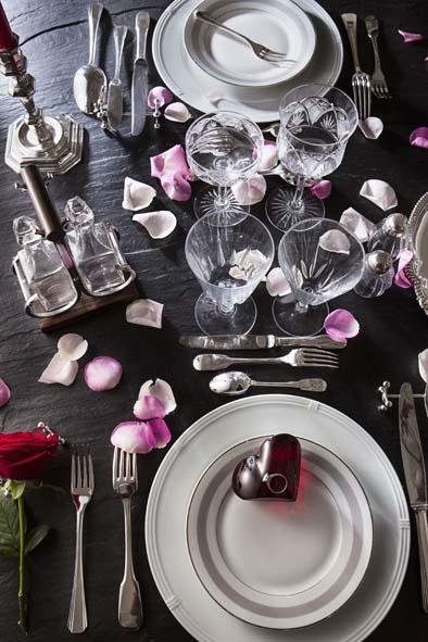 Un d ner romantique pour la saint valentin decorer sa - Dresser une table dans les regles ...
