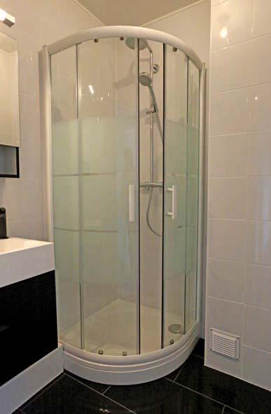 r nover une salle de bains de 3 m2 decorer sa. Black Bedroom Furniture Sets. Home Design Ideas