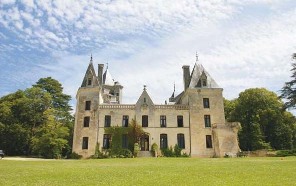 Vienne : Un château aussi impressionnant que spectaculaire à Ternay