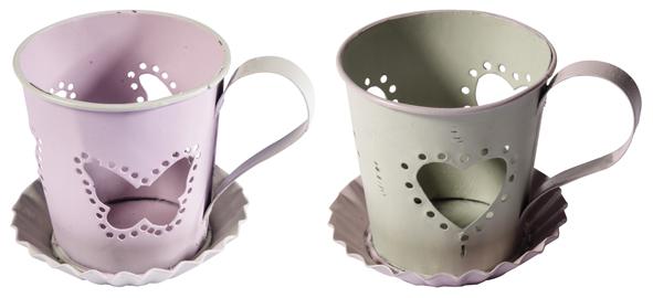 Photophore « petite tasse » en métal, hauteur 6 cm (3,25 €).