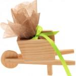 Mini brouette en bois (2,50 €).