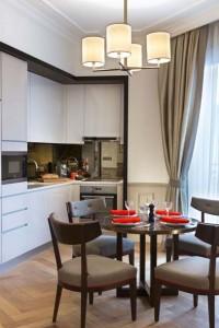 Chaque appartement dispose d'un espace cuisine entièrement aménagé.