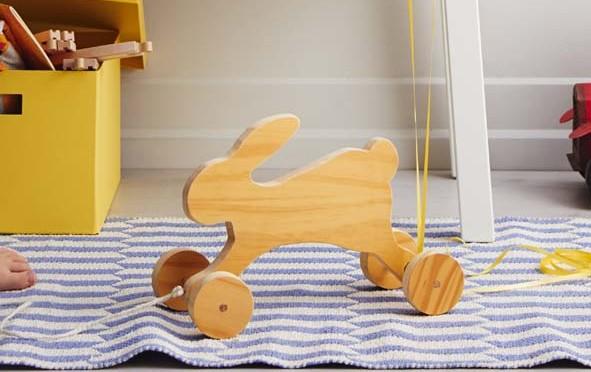 Fabriquer un lapin en bois sur roulettes