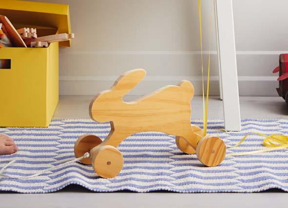 fabriquer un lapin en bois sur roulettes decorer sa. Black Bedroom Furniture Sets. Home Design Ideas