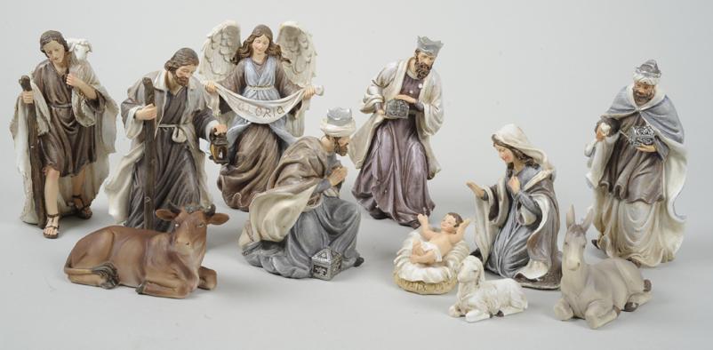 Santons Sainte-Thérèse, hauteur max. des 17 cm. Onze santons résine (Marie, Jésus, Joseph, 3 Rois Mages, ange Archange, âne, bœuf, mouton, berger (69,99 €).