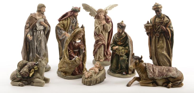 Santons d'Ambroise, hauteur max. 30 cm. Neuf santons en résine (Marie, Jésus, Joseph, 3 Rois Mages, ange, âne, bœuf (169,99 €).