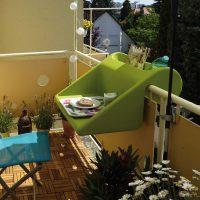 Pratique la table d'appoint pour balcon